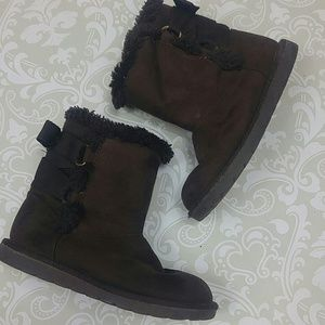 Girls fur-lined boots with sweet bow detail